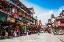 桂林遍地美景,最精华部分在阳朔,阳朔最繁华的是县城,尤其是西街,几乎所有初次到阳朔旅行的游客都会到这