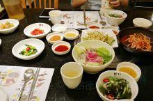 韩国料理很多 但是新鲜好吃的韩国餐厅真的不多 之前很喜欢番禺的本家 只是距离市区较远  过了半年再去