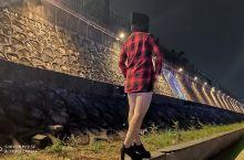 高州市瀛洲公园  位于广东省高州市沿江南路,鉴江河畔,与宝光塔隔江相望,距高州汽车总站约600米。瀛