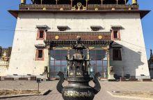"""信仰之寺-甘丹寺       都说""""人这一生,一定要去一次蒙古"""",的确,蒙古有迷人的碧玉蓝天,有清澈"""