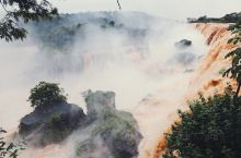 """""""我终于来到伊瓜苏,觉得好难过,因为我始终觉得,站在瀑布下面的,应该是两个人。"""" 来到电影《春光乍"""