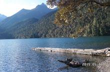 伍须海,湖面海拔3760m,长约1200m,宽为600m,最深处达33m。湖水由冰雪融水和地下水供给