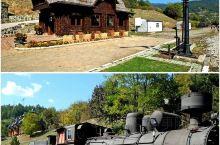 兹拉蒂博尔最重要的两个景点就是木头村和萨尔干8号铁路小火车。这条铁路历史悠久,建于1921年,全长有