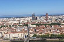 在这里俯瞰整个马赛港全景!