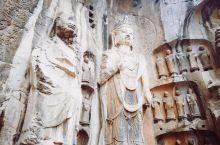 洛阳龙门石窟,千百年来除了自然风化,多为人为损坏。许多窟已成空穴,即便留下的,造像也大多残缺不全。但