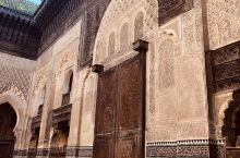 菲斯,在阿拉伯语里的意思是金色的斧子,古城距今已有2800多年的历史,被视为伊斯兰教圣地之一,也是一
