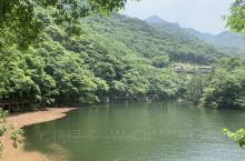 山水都保护的很好,水特别清澈,山上比山下温度要低3~4度吧,一路爬快到山顶时有一处可以戏水,泡泡脚