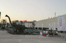 这可能是全中国最好玩的高铁站了,传綦世界文旅城无缝连接,坐车之前还可以娱乐一把。现在还在修建中,只有