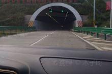 即将通过隧道