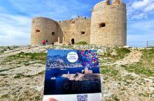 法国马赛·伊夫堡旅游掠影: 伊夫堡坐落在距马赛旧港3.5英里处的一个面积3公顷的石灰岩小岛上,是一座