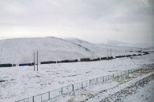 青藏线成年冻雪不化,开车很艰辛。
