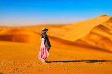 进驻巴丹吉林沙漠,体验真正原生态无人区沙海景观,看大自然笔下雕琢的沙脊曲线!