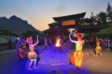 『德天之夜.跨国瀑布灯光秀』为了展现德天的跨境文化及历史源流,在夜幕降临后入园的游客可以欣赏德天之夜