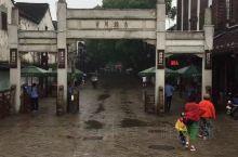 """同里古镇属于江苏省苏州市吴江区,宋代建镇。镇区内始建于明清两代的花园、寺观、宅第和名人故居众多,""""川"""