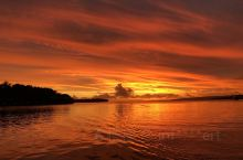 落日,红色的海浪,这里是瓦努阿图。 工作缘故,有幸远赴很多海岛国家,瓦努阿图是记忆深刻的一个。瓦努阿