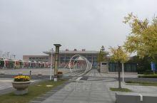 这个江海平原上的县城,过去长期不通铁路,去南京需要长途汽车或者从南通坐客轮,时间至少在半天或者一天更