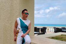 坎昆是世界十大海滩之一真不是浪得虚名,有着特有的加勒比蓝绿色海水,白色沙滩,豪华酒店,我选择的是在海