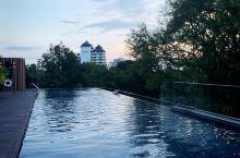 十一假期,在清迈放空,酒店无边泳池很有网红体质,早餐更是好看好吃,推荐哟