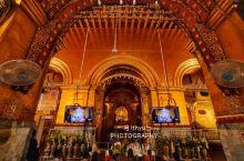 马哈木尼佛塔是曼德勒最著名的寺院,寺内的释迦牟尼佛像高约4公尺,据说是佛祖亲自开光,当地人将这座佛塔