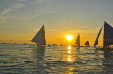 长滩岛住了4晚,今天坐帆船去看落日,景色美的无法用语言来表达,照片只是记录皮毛,亲自体验才是最好的。