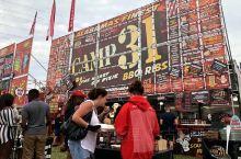 """每年到了入夏的一个周末,加拿大很多小镇都要举办""""排骨节""""。这是2018年7月14日在加拿大密西沙市拍"""