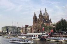 运河与教堂