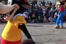 迪士尼乐园,是孩子们的乐园,也是一个帮助你我他寻梦、圆梦的地方,走进迪士尼乐园,在看见奇幻童话城堡的