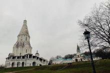 位于莫斯科河的右岸,占地面积达390公顷,能将俄罗斯河那如诗如画的景致尽收眼底。 十四世纪,卡洛明斯