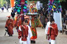 春日若宫节是在春日大社内的若宫神社举办的节庆活动,在每年12月15-18日举办。这个节日起源于12世