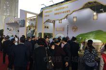 中国汤包文化的核心内涵是什么?上午我在靖江体育中心参加中国汤包美食文化节,在接受当地电视台的采访时说