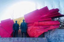 纪念馆建在虎山公园内,这一圈简直是红色基地,馆、碑、广场都超多,很有浓重爱国氛围。  来这天赶上周一