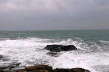 波涛汹涌的大海哈,一浪接一浪。