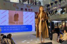 燕郊新世界模特秀推销与网络直播销售有一比