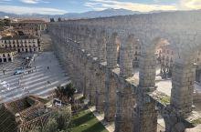 罗马人建造,距今近2000年,一项水利工程,全长16公里,引雪山之水。