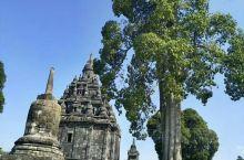 在印度尼西亚这个国度上有这种风格的建筑就本身是一种奇迹了。虽然这相比吴哥窟小了许多,但个人更喜欢这你