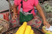 # 缅甸·亚洲  #娘乌集市位于缅甸蒲甘的娘乌地区最繁华的地方。娘乌集市既是本地人日常生活用品的集散