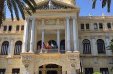 马拉加是西班牙南部黄金海岸线上的一座美丽的港口城市,有着悠久的历史的文化,大画家毕加索在这里出生并渡