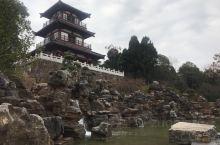 长坂坡之战发生于东汉建安十三年,地点在今宜昌当阳附近的长坂坡,战斗双方是刘备和曹操。刘备被曹操击溃,