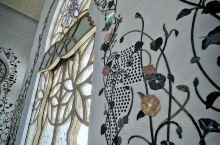 第一次进入清真寺,感觉很震感,壁画和柱子上的画都是手工贴上的,非常的精美,立体感非常的强,有一种呼之