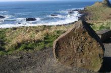 在我的记忆深处,英国的另外一个景点,巨人石也可以称为巨人堤,非常壮观,站在巨石的旁边,那种感觉∽大海