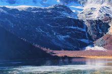 """云南香格里拉地处青藏高原东南边缘、横断山脉南段北端,""""三江并流""""之腹地,形成独特的融雪山、峡谷、草原"""