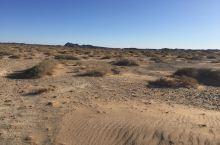 沙漠形成的原因有很多种,主要有下面这几种; 第一是常年受副热带高压控制,降水稀少,例如南部非洲的卡拉