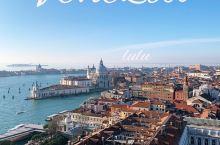 威尼斯每一帧,都美如画   运气好,威尼斯大晴天。  登上钟楼俯瞰威尼斯,每一帧都不想错过,都是一幅