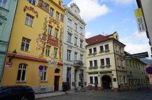 比尔森市Plzen,是西捷克州首府,重要经济、文化中心,以汽车工业及啤酒制造业闻名,捷克3大名酒之一