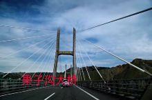 假期之旅D19:果子沟大桥 交通攻略:自驾 亮点特色:         果子沟大桥全称果子沟双塔双索