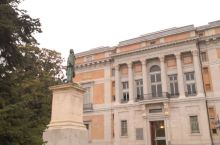 普拉多博物馆是世界上最好的博物馆之一,是马德里参观人数最多的景点。这里云集了16世纪至19世纪西班牙