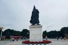 2019年7月21日,北陵公园是沈阳最大的公园,北陵湖是沈阳市城区最大的人工景观湖渠。湖边百龄苍柳横