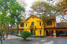 胡志明故居 很喜欢胡志明故居的黄色小楼,植物也颇具特色,景色鲜明靓丽。一月来越南,是这里最好的季节,