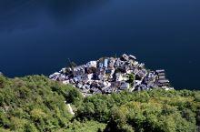 哈尔施塔特(德语:Hallstatt),位于哈尔施塔特湖湖畔,海拔高度511米,2005年12月有9