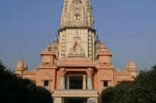 贝拿勒斯印度教大学,是印度也是亚洲最大的大学,位于印度北方邦瓦拉纳西圣城的公立中央大学。她是以研究民